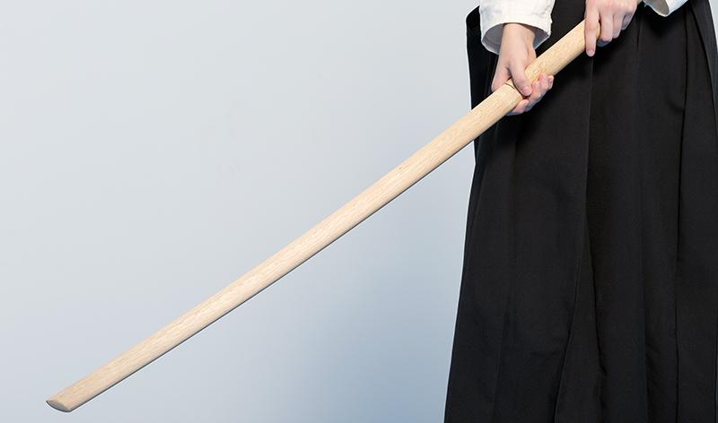 Holding a bokuto in wakigamae.