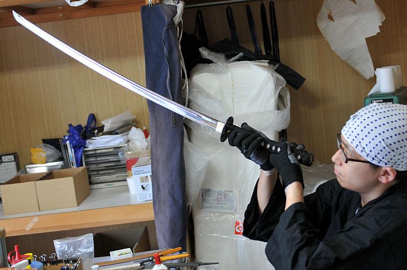 Tozando sword craftsman, Nayuta Matsuda adjusting SUZAKU Iaito sword at Nishijin workshop