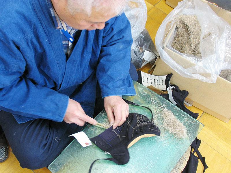 Filling deer fur inside Kendo Kote glove