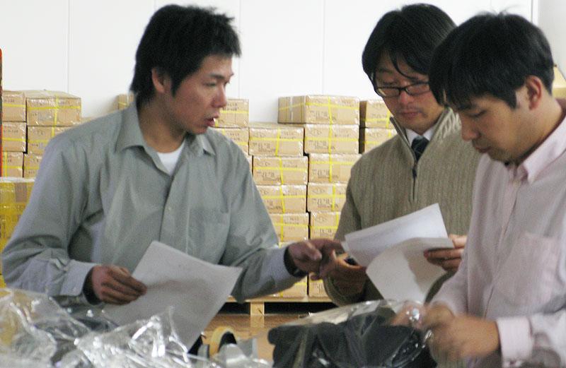 Tozando Logistic's staffs inspecting Kendo Bogu's quality