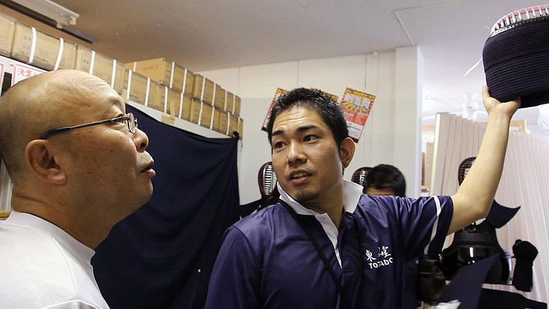 Takahiro Hayashi choosing a Kendo Men for a customer