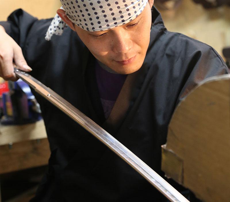 Tozando Iaito craftsman polishing the blade