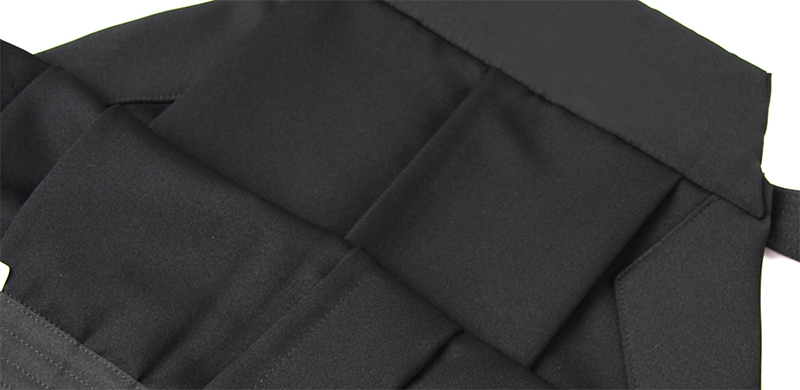 The generic Aikido Hakama does not feature any sorts of loops for hang drying