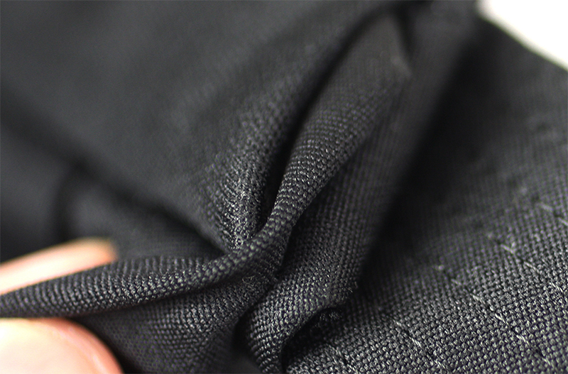 Bad finish on the generic Hakama: The part where the Koshi-ita is connected to the Hakama is sloppily stitched together with parts sticking out.