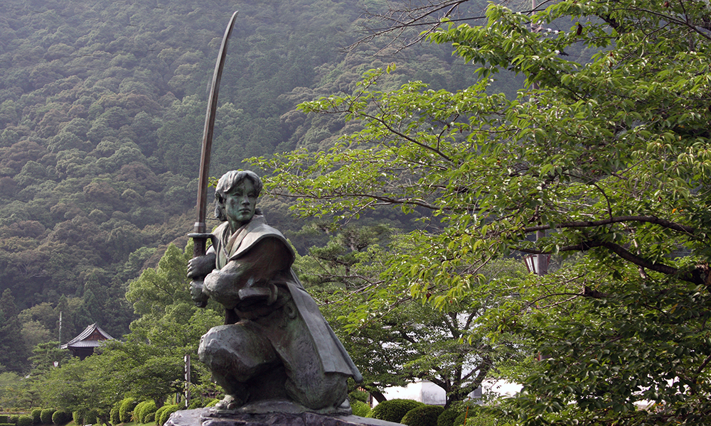 Sasaki Kojiro and Tsubame-gaeshi sword technique