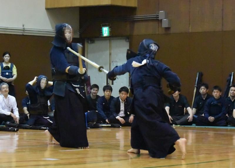 Men's final – in the jiho match NTT Japan West's Ichihara strikes one-handed