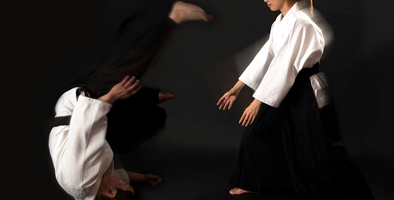 Throwing movement of Aikido