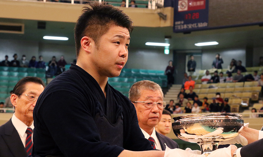 Nishimura Hidehisa, 2018 All Japan Kendo Championship winner receiving the trophy