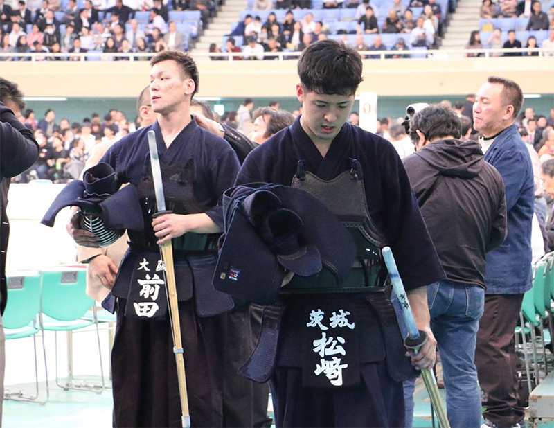 Matsuzaki and Maeda exiting the area after the match at the 66th All Japan Kendo championship Taikai