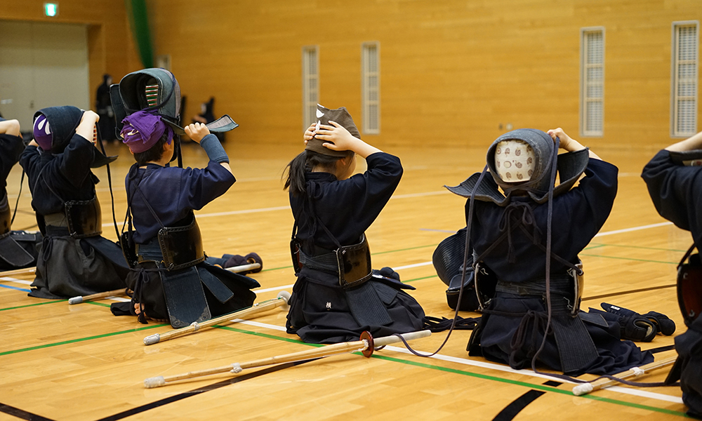 Kendo kids wearing Bogu set to prepare Kaiko