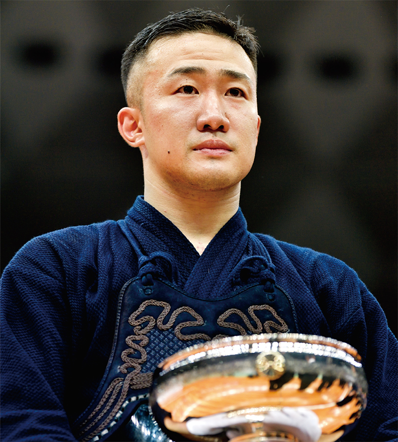 Kunitomo holding his trophy at the 67th All Japan Kendo Championship in 2019.