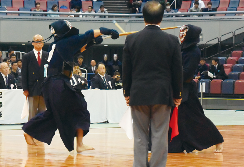 Matsuzaki hitting Men against Yamada.