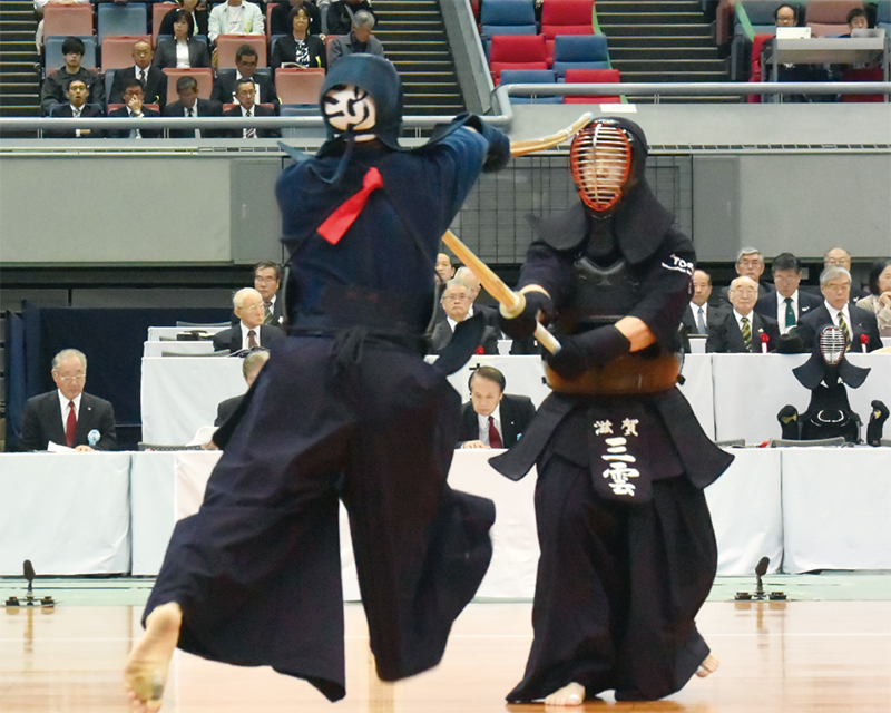Matsuzaki striking Men successfully against Mikumo.