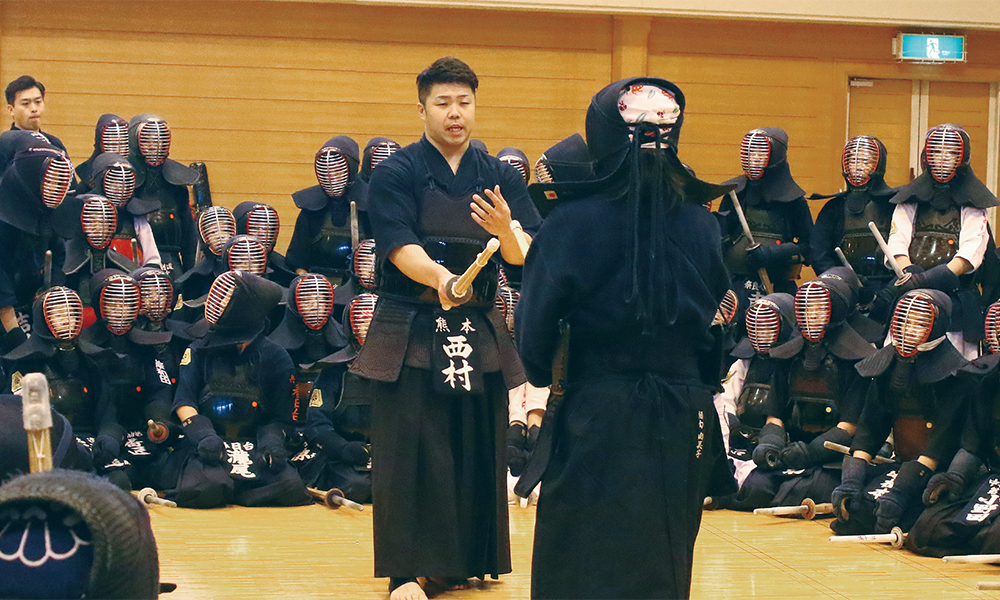 Nishimura Hidehisa teaching Kendo to kids at Tozando Kendo Renseikai 2018
